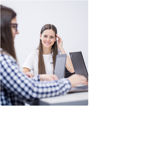 Employee of Minds Technologies is listening to colleague opinion
